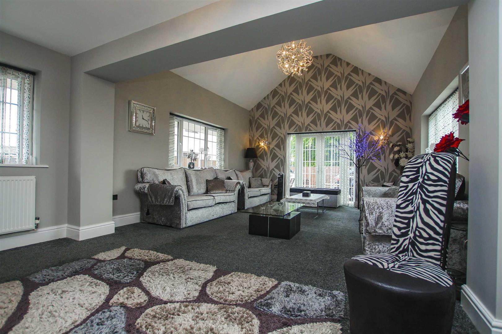 5 Bedroom Detached House For Sale - Image 3